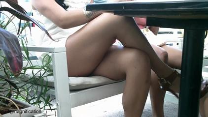 Sexy Legs legmagnification