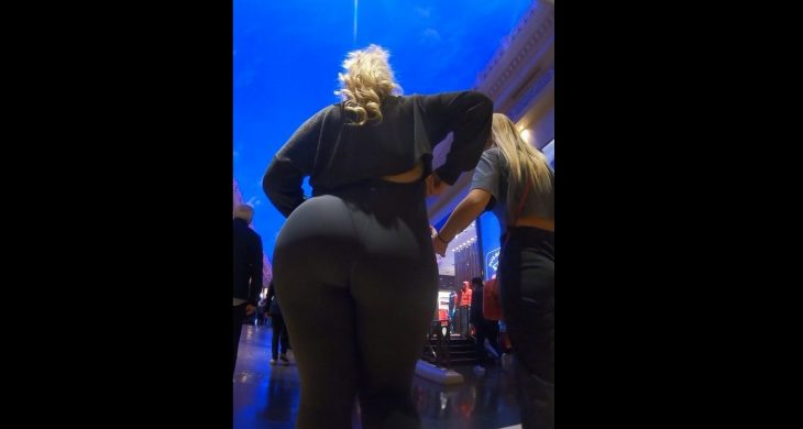 Breakneckcandids Super Thick PAWG in Grey Leggings