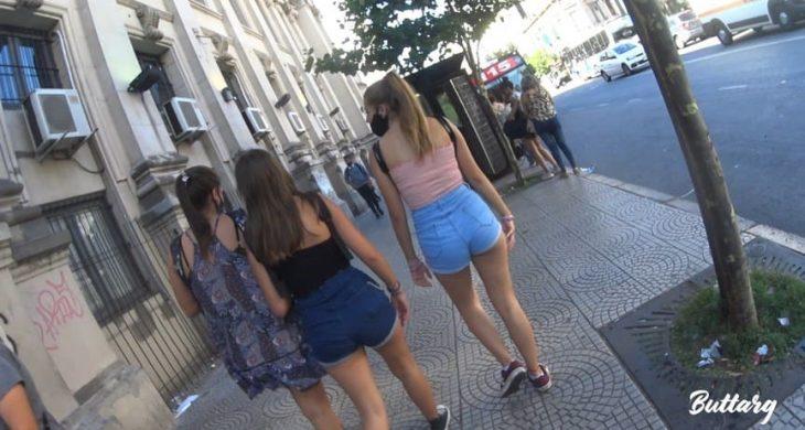 Sexys Friends teens in hot shorts ButtArg